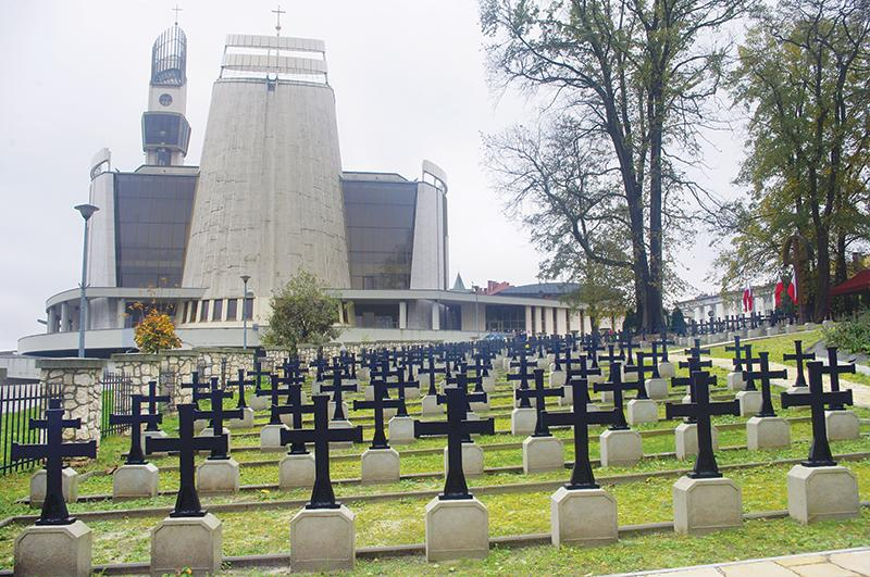 Cmentarz wojenny w Łagiewnikach odzyskał należytą świetność